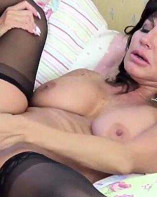 Posh mature moms fuck young boys
