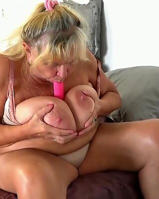 Teen fuck with strapon old busty mother