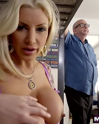 MomsTeachSex- Hot MILF Gets StepSon Ready For College Girls S10:E3